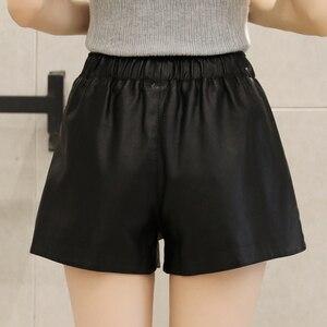 Image 3 - Pantalones cortos de piel sintética con remaches para mujer, pantalones cortos de pierna ancha, informales, con cintura elástica, para otoño e invierno, 2018