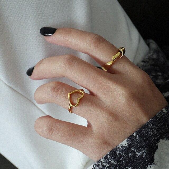 женское кольцо из серебра 925 пробы в минималистическом стиле фотография