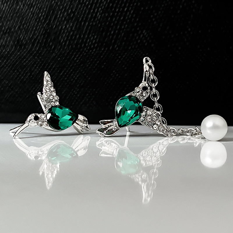 Creative New Style Flying Hummingbird Pearl Stud Earrings for Women Fashion Exquisite Cute Animal Wedding Jewelry Gift