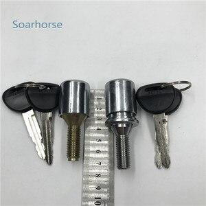Image 2 - Samochód Soarhorse koło zapasowe opony kłódka z kluczem dla Mitsubishi Pajero montero V24 V31 V32 V33 V36 V43 V44 V45 V46 V73 V77 4G54