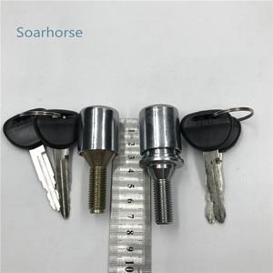 Image 2 - Soarhorse araba yedek lastik lastik anahtarlı kilit Mitsubishi Pajero montero için V24 V31 V32 V33 V36 V43 V44 V45 V46 V73 v77 4G54