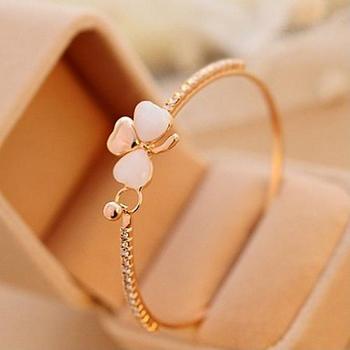 De aleación de imitación de diamantes de imitación de flor de trébol brazalete chapado en oro encanto joya para pulsera de Mujer Accesorios de la pulsera del brazalete del