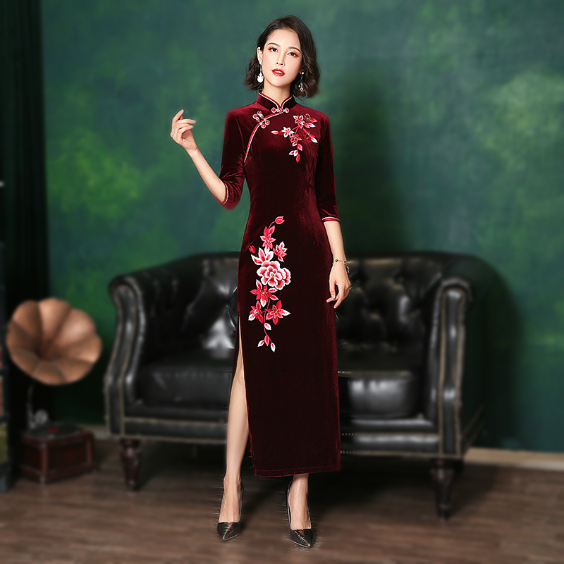 Plus Size Cheongsam 2020 Qipao Chinese 6XL 5XL 4XL Embroidery Velvet Long Banquet Evening Qi Pao Women Clothing