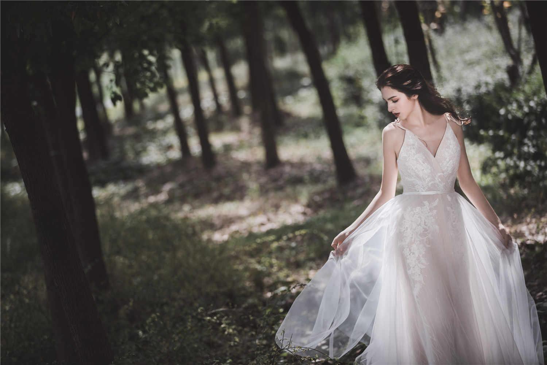 חתונת שמלה לבן אונליין ארוך תחרה צווארון V כלה שמלה עם ספגטי רצועות ציפר חזור שרוולים למסיבת חתונה