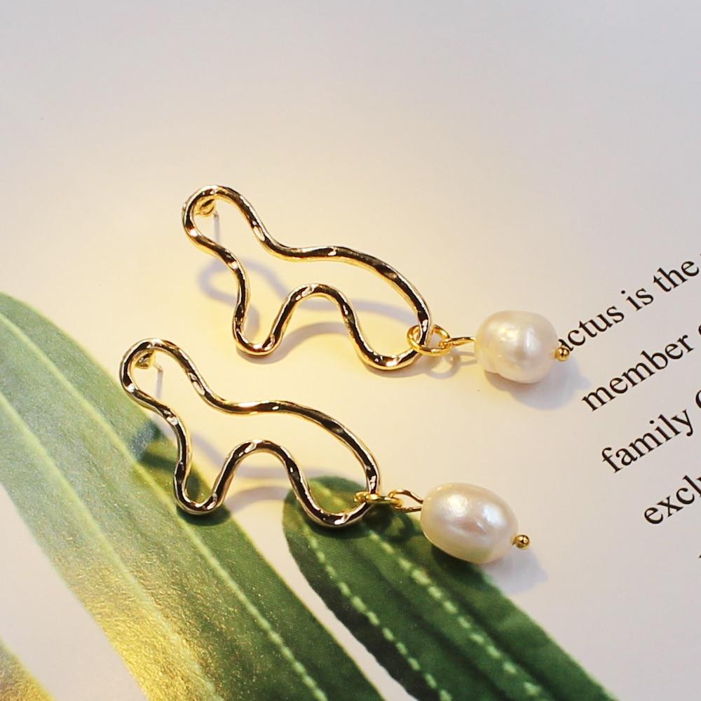 Baroque Freshwater Pearl Earrings Korean Design Geometric Irregular Gold Metal Stud Long Earring for Women Fashion Jewelry