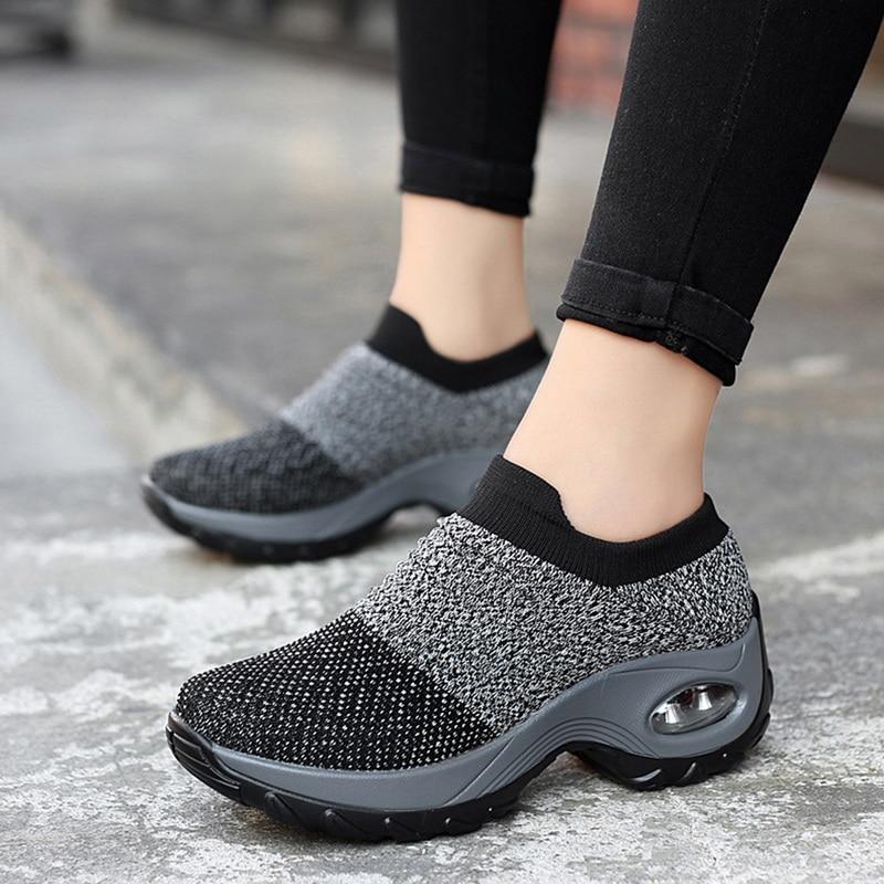 Women Men Mesh Breathable Outdoor Walking Running Shoes Couples Soft Athletics Jogging Sneakers Platform Slip-On Sneakers 2020
