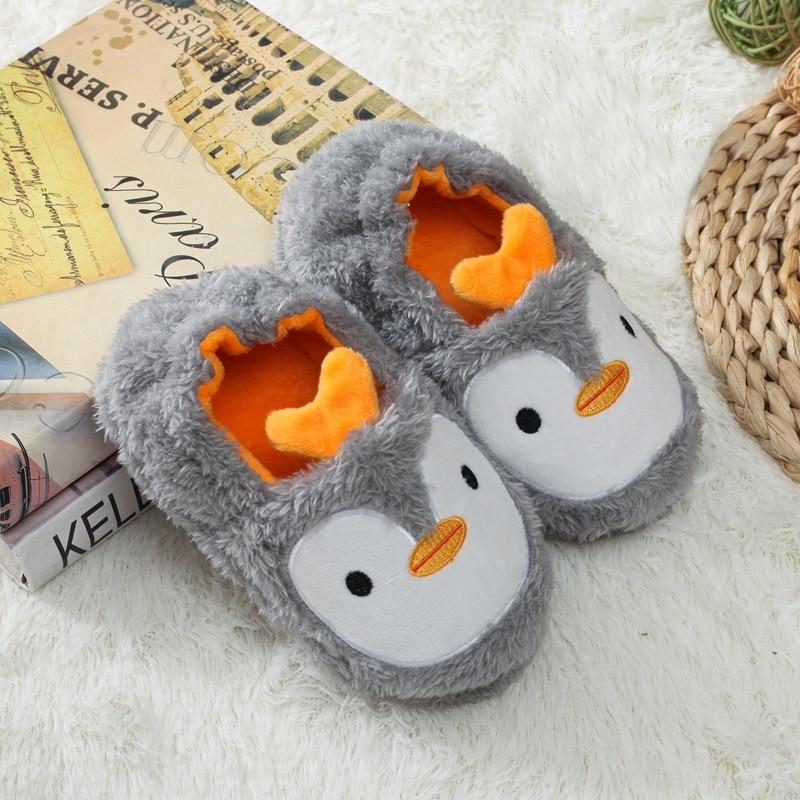 Hea32151fd9be4414868b53839f97f2f7T Pantufa infantil de pelúcia para meninos e meninas, sapatos quentes de algodão para crianças, chinelos fofos e confortáveis de animais do inverno 2019