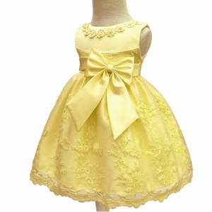 Venta al por mayor de fábrica de vestidos infantiles amarillos con forro de algodón 2018 nuevo diseño vestido de bebé para 1 año de cumpleaños de niña vestido de fiesta para niños