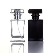 30/50 ML cam parfüm şişesi Atomizer şeffaf siyah sprey şişesi kristal kare şekli boş doldurulabilir şişeler dayanıklı