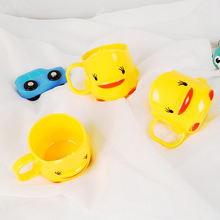 Детская пластиковая кружка желтая утка чашка с ручкой милая