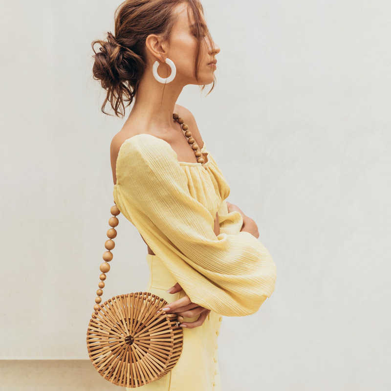 Casual Bamboo Beachกระเป๋าผู้หญิง 2020 ฤดูร้อนใหม่ทอมือHollow Outรอบฟางกระเป๋าถือสุภาพสตรีRetroไม้ตะกร้ากระเป๋าวันหยุด