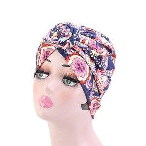 Image 2 - Nowe kobiety afrykański wzór wiązane Turban w kwiaty Turban muzułmański Twist Knot indie kapelusz panie czepek dla osób po chemioterapii bandany akcesoria do włosów