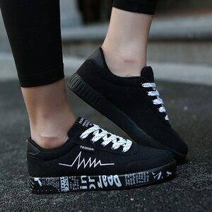 Image 2 - Mulher vulcanizado sapatos primavera verão sapatos casuais senhoras respirável tênis de lona feminino graffiti impresso sapatos planos mais tamanho