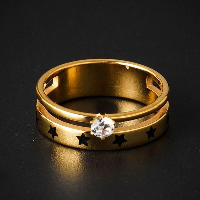 модная обувь с украшением в виде кристаллов шарм кольца звезд фотография