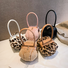 цена на Retro Leopard Small Round Women Handbags Ladies Tote Dinner Party Lock Hasp Bag  Brand Design Plush Purse High Quality Clutch