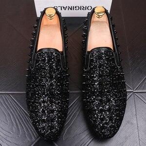 Image 3 - Ý thiết kế mens thời trang tiệc prom dress in ấn giày đinh tán phẳng giày nền tảng sneaker phổ biến hip hop giày zapatos de hombre