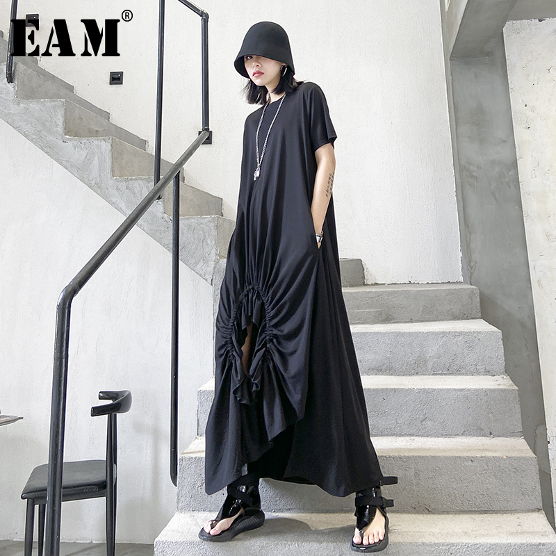[EAM] Women Black Pleated Asymmetrical Long Dress New Round Neck Short Sleeve Loose Fit Fashion Tide Spring Summer 2020 1T364