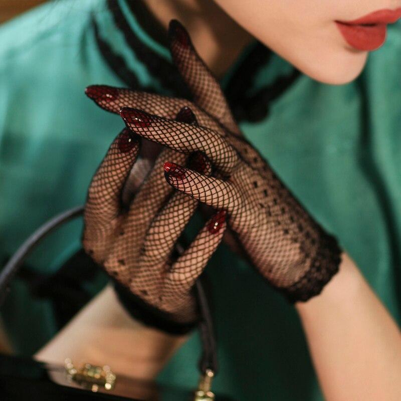 2019 Vintage Elegant Classic Hollow Exquisite Black Lace Short Gloves