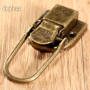 Image 4 - Dophee 5 pçs caso fivela de ferrolho trava gancho fecho de bloqueio jóias móveis decorativos caixa de presente de madeira bronze