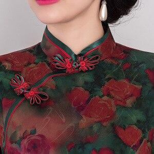 Image 4 - 2019 Rushed Hongyun Embroiders High grade Retro Xiangyun Qipao Silk Middle Sleeve Length Improved Slim Skirt Heavyweight Woman
