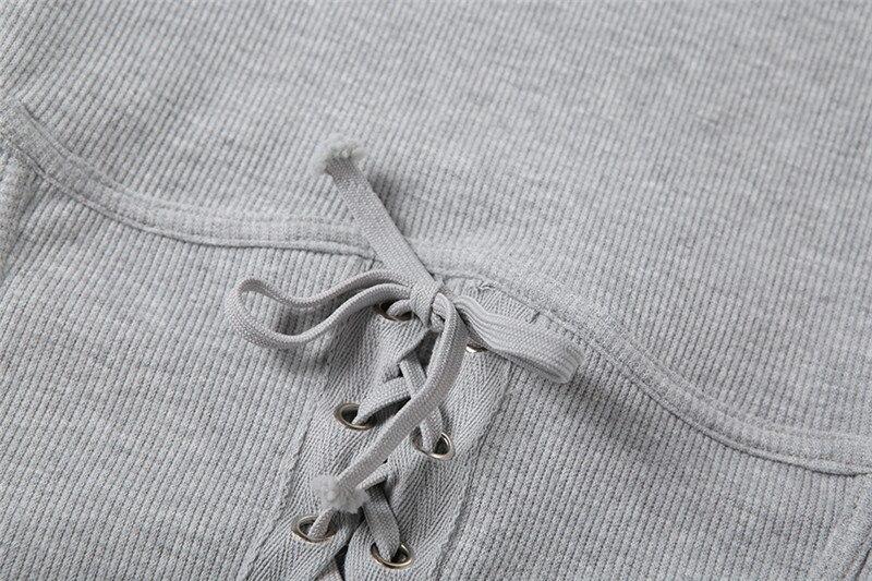 Купить элегантное осенне зимнее вязанное женское мини платье в рубчик