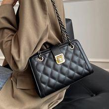 Маленькая женская сумка на цепочке модный мессенджер красного