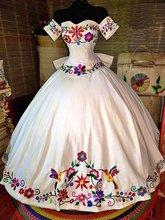Сказочное Белое Бальное Платье с объемными цветами мексиканское
