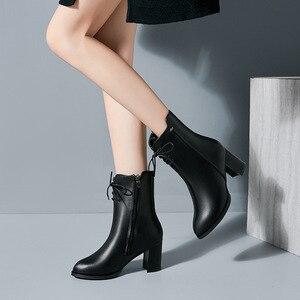Image 3 - Classics Fashion Vrouwen Mid Kuit Laarzen Cross gebonden Solid Vintage Winter Laarzen Ronde Neus Med Plus Size Schoenen