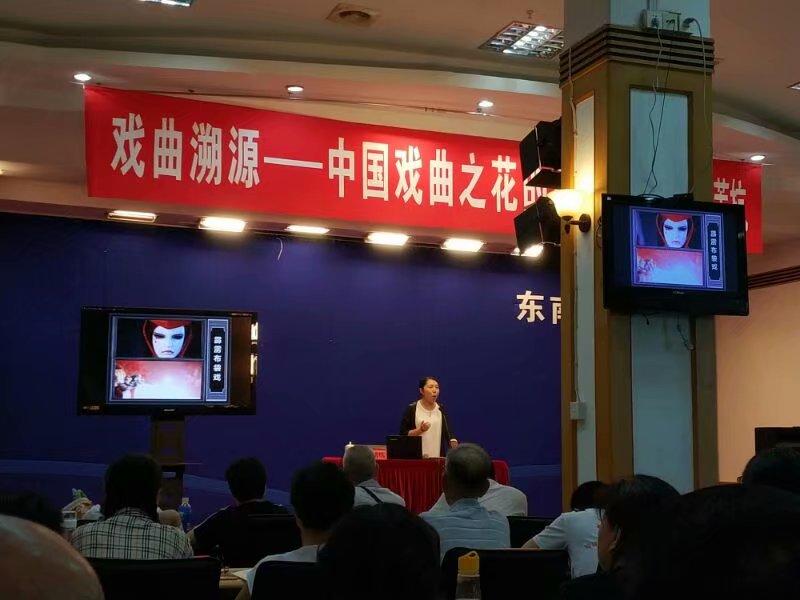 这是老师在省图讲到霹雳布袋戏的相片。