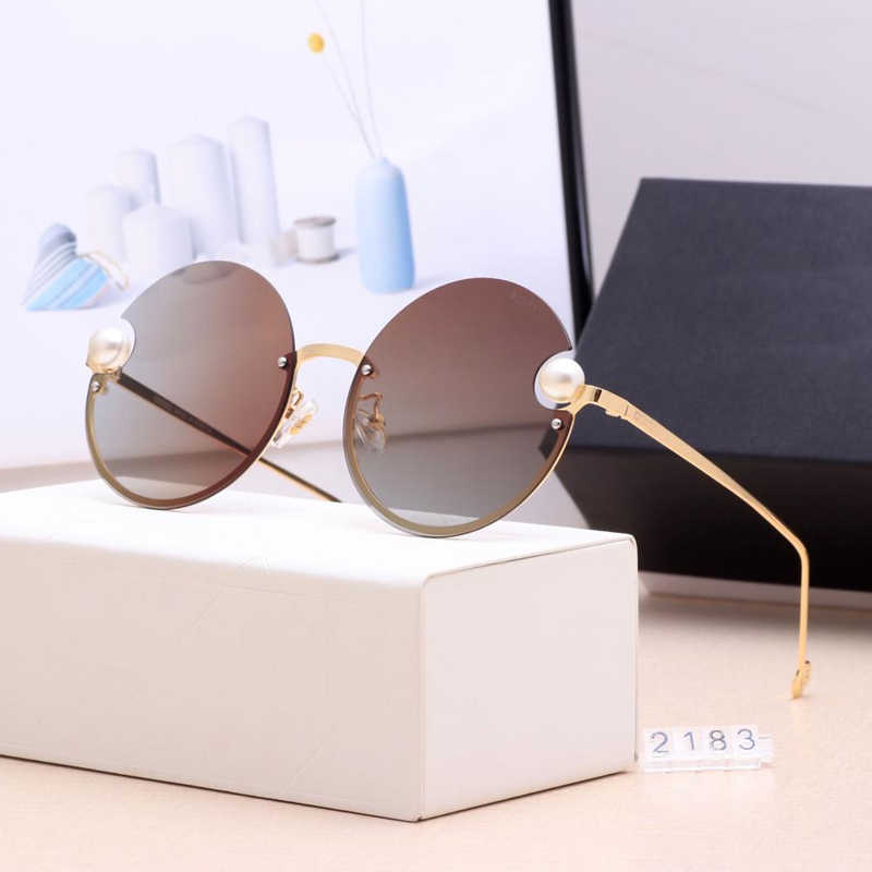 Baru Merek Mewah Bulat Perempuan Kacamata 2019 Mutiara Dekorasi Kacamata Fashion Wanita Gradien Jelas Warna UV400 Oculos De Sol