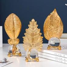 Железные листья с прозрачным хрустальным шариком золотой лист