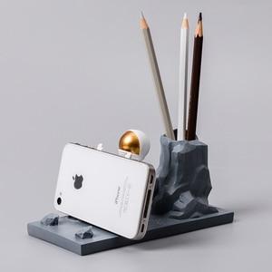 Nordic modelo de resina estatuetas em miniatura para decoração de casa escritório mesa decoração astronauta caneta suporte cavaleiro ornamento acessórios
