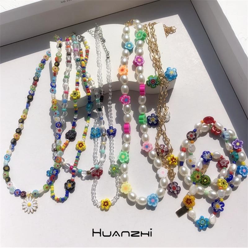 HUANZHI 2020 Новое корейское милое металлическое ожерелье с прозрачными цветными бусинами, Нерегулярные Цветы, жемчужное ожерелье для женщин, ве...