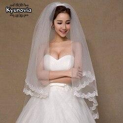 Kyunovia 2 الطبقة الحجاب الزفاف جميلة العاج كاتدرائية قصيرة الحجاب الدانتيل الحافة مع مشط الحجاب العروس A00187