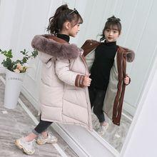 Зимнее пальто с большим меховым воротником и накладными карманами сзади для девочек