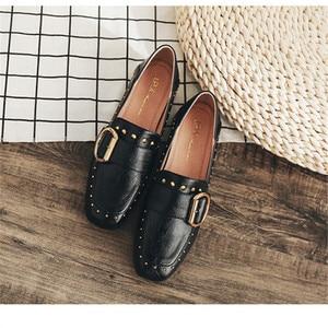 Image 2 - オックスフォードの靴 2019 リベットカジュアルレディースシューズブラックファッションクラシック女性の靴パンプス