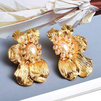 Flower-Shaped Metal Pearl Drop Earrings  3