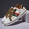 Mode Design Superstar Weiß Goldene Biene Stickerei Schuhe Männer Bord Trainer Klassische Glitter Sticken Schuhe Männer Sneaker Casual-in Skateboarding aus Sport und Unterhaltung bei