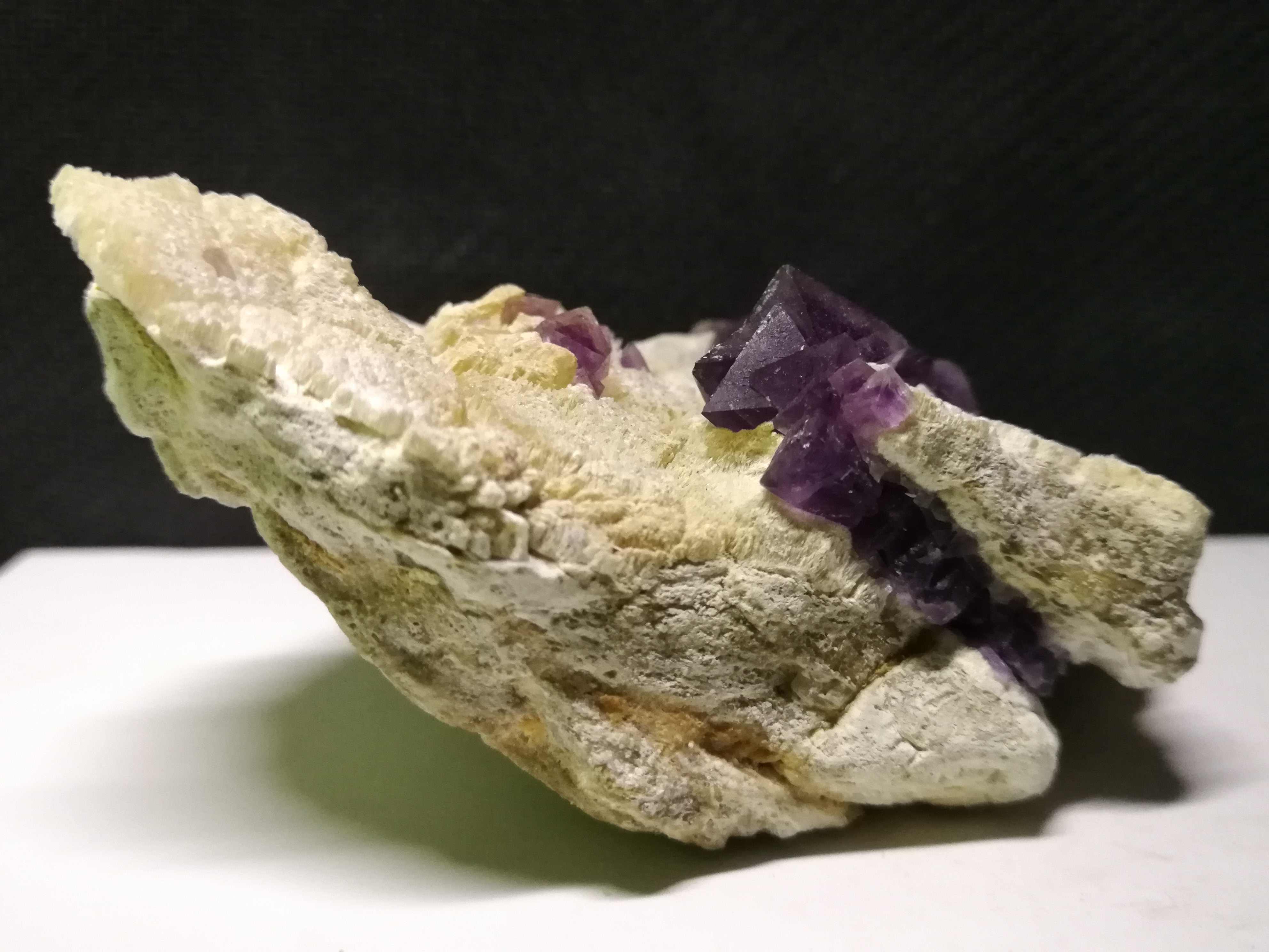 144.2 gnatural roxo fluorite mineral espécime, cristal de quartzo, ornamento da mobília