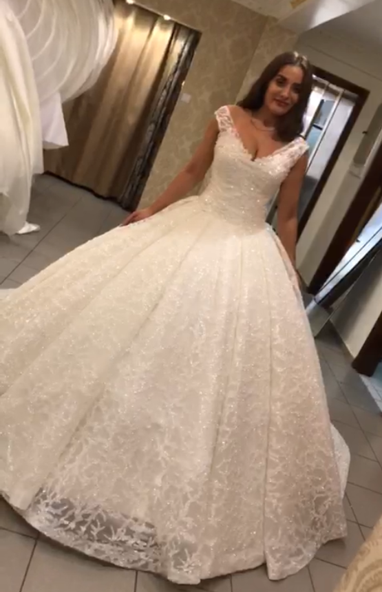 Princess Ball Gown V Neck Fluffy Big Train Tulle Lace Appliques Beaded Luxury Formal Wedding Dresses Bridal Gowns