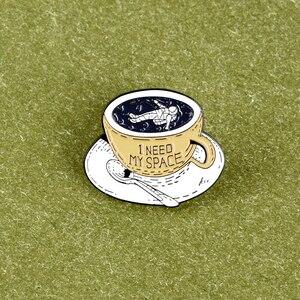 Miska na makaron kolekcji! Słodki kociak emaliowana broszka czarownica odznaka guziki na zewnątrz odzież plecak biżuteria przypinka dla przyjaciół