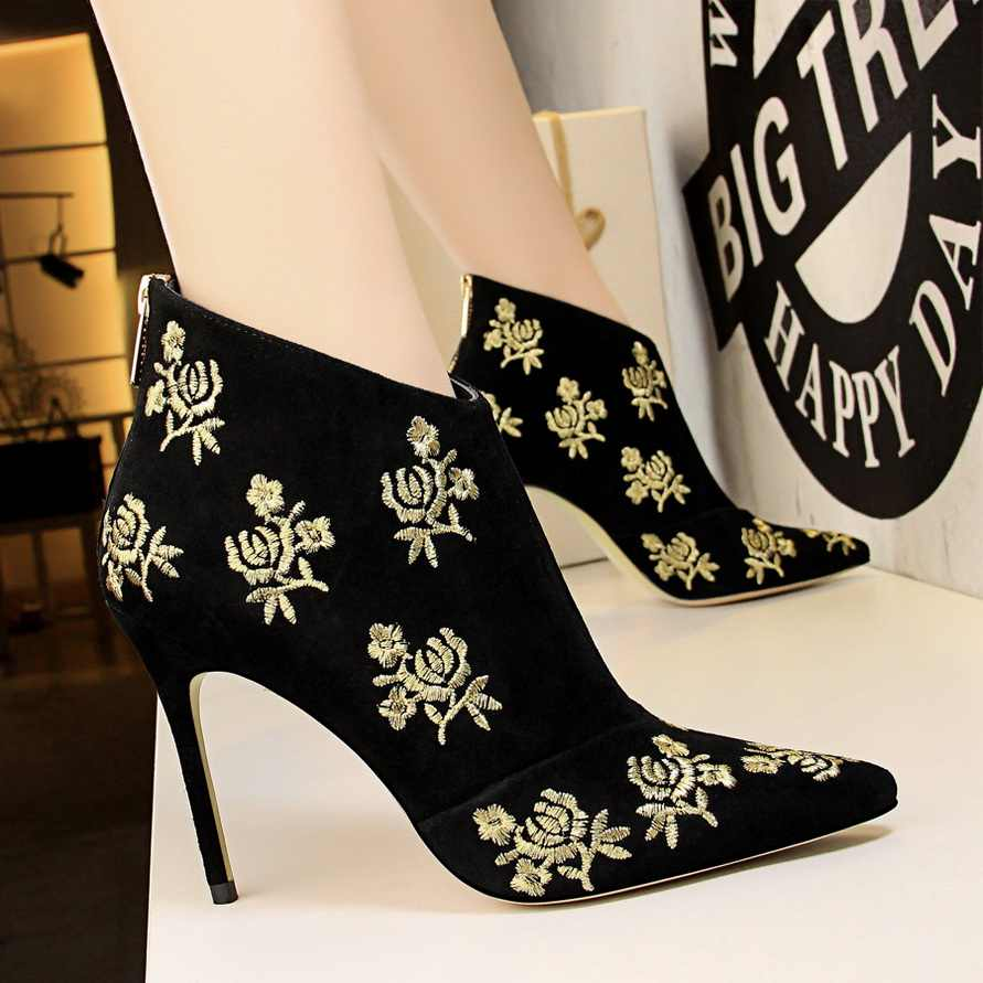 2019 Women Flock Chelsea Boots Block 10cm High Heels Fetish Pink Ankle Boots Embroider Stripper Slim Quality Booties Sexy Shoes