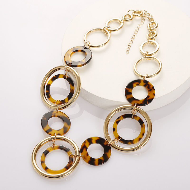 2019 Women's Leopard Acrylic Necklace Gold Alloy Geometric Round Pendant Necklace Boho Statement Necklace Choker Fashion Jewelry