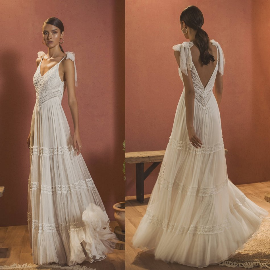 Chic Wedding Dresses 2020 Spaghetti V Neck Lace Appliqued Beads Boho Beads Bridal Gowns Floor Length Backless Wedding Dress