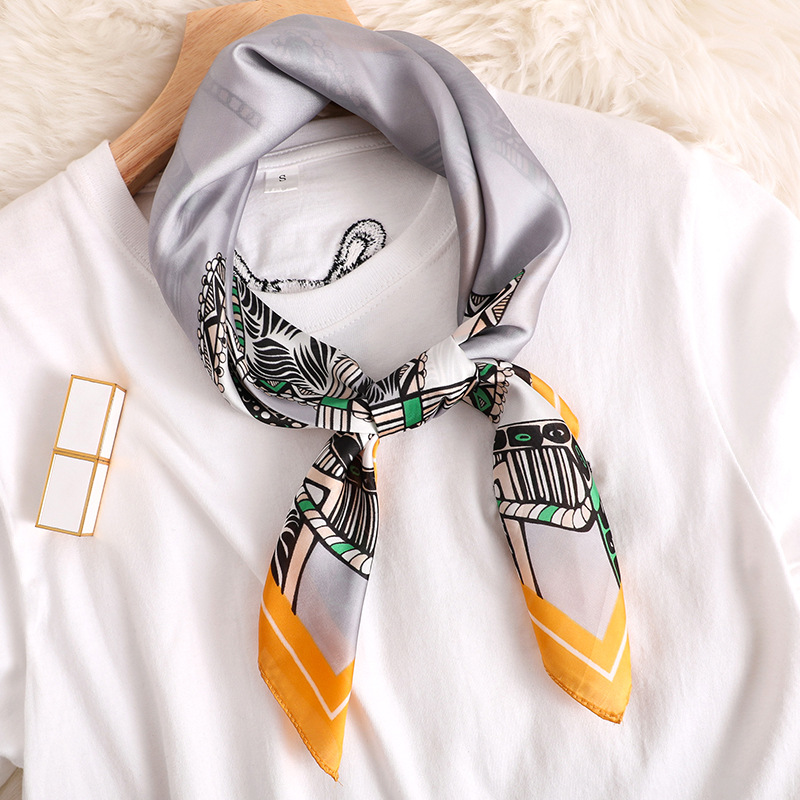 2020 Spring And Summer Fashion New Style Beach Printing Silk Headscarf Lady Sunscreen Square Shawl Women's Quality Silk Scarves