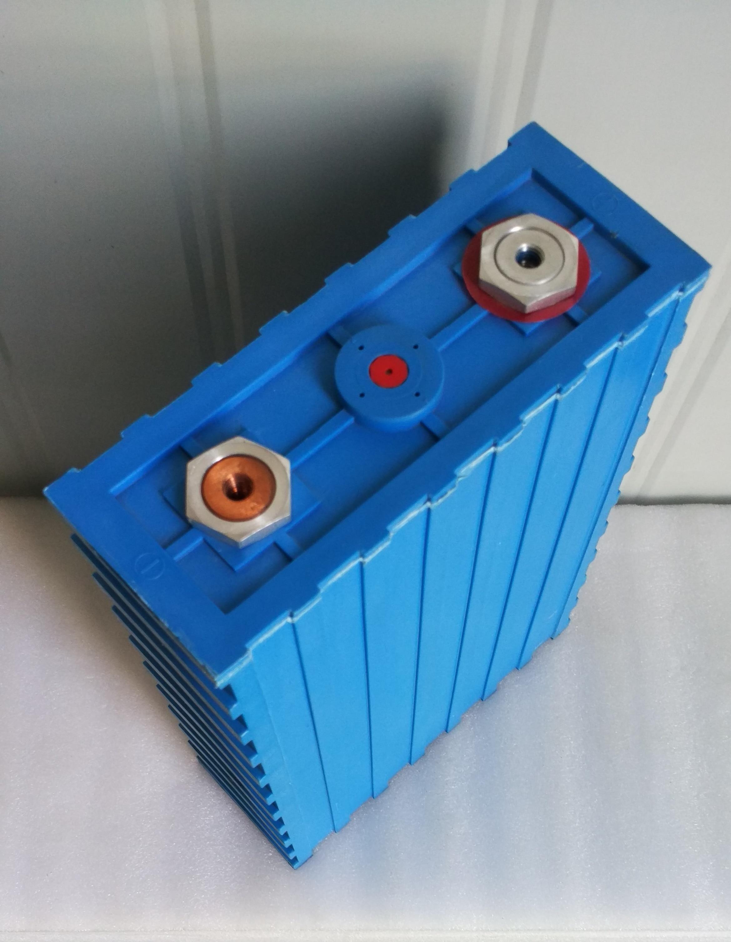 4 pièces 3.2V200Ah lifepo4 cellule de batterie CALB se200fpacket 12v 200AH courant 200ah pour pack EV système d'alimentation solaire cellule charge rapide