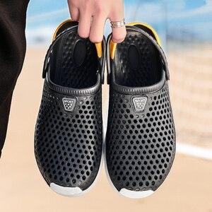 Image 4 - 2020 nuevas sandalias calzado con agujeros unisex zapatillas agujero calzado para jardín Crocse Adulto Cholas Hombre sandalias
