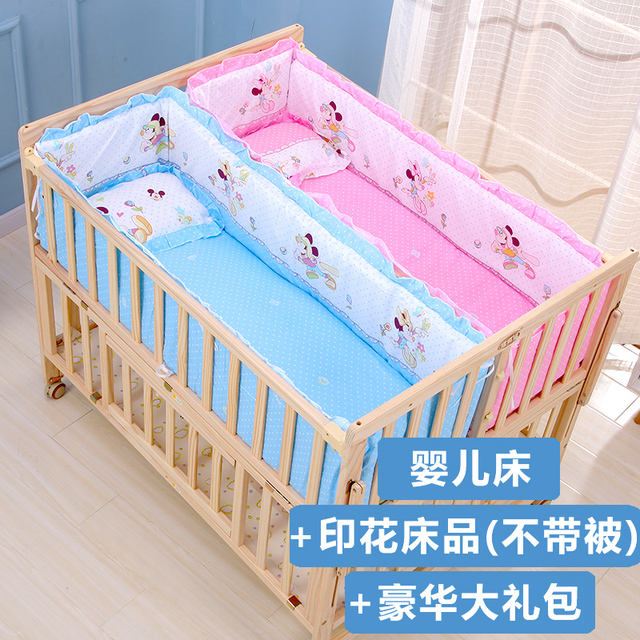 Фото двойная кроватка из цельной древесины лакированная двойная кровать