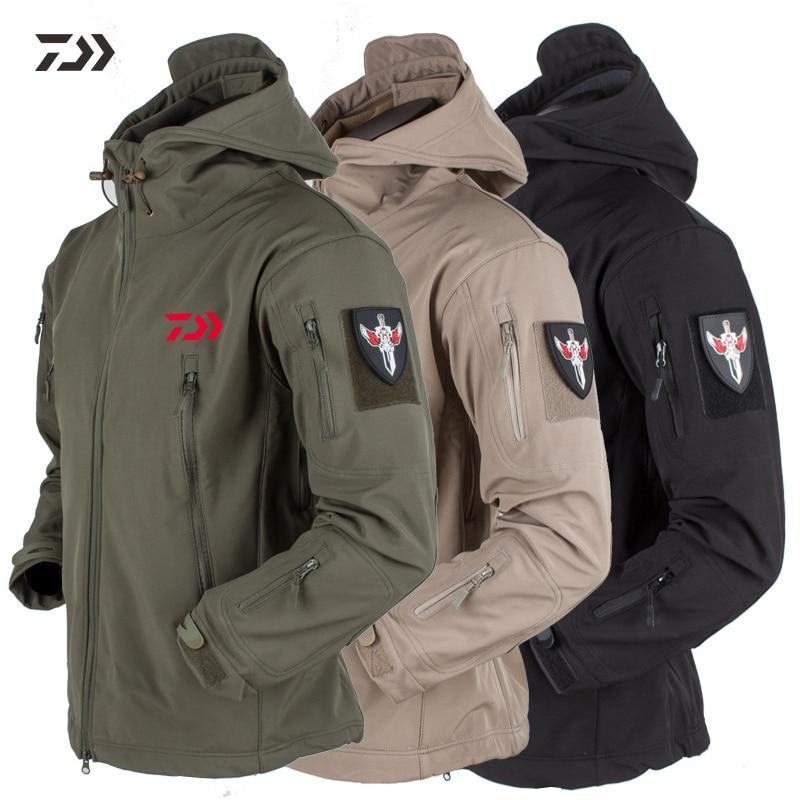 Daiwa Fishing Clothing Winter Breathable Fishing Jacket Waterproof Winter New Men Keep Warm Camouflage Solid Hooded Fishing Wear Skillful Manufacture