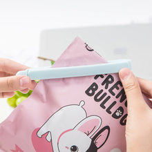 1PCS Househould Food Snack Storage Seal Sealing Bag Portable New Kitchen Storage Food Snack Seal Sealing Bag Clips Sealer Clamp(China)